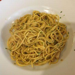 Pasta sin gluten con erizos en Pizzería Emma y Julia restaurante para celíacos en Madrid